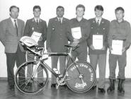 Ehrung der Triathleten (v.l.n.r.): Franz Helfenschneider, Otto Helfenschneider, Obstl. Hans Zehetmayr, Peter Entenfellner, Jürgen Fleischer, Günther Strachon.